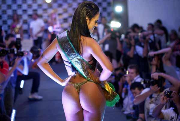 Il sedere brasiliano è rinomato e tutti gli anni c'è una vera sfilata per vederne i migliori